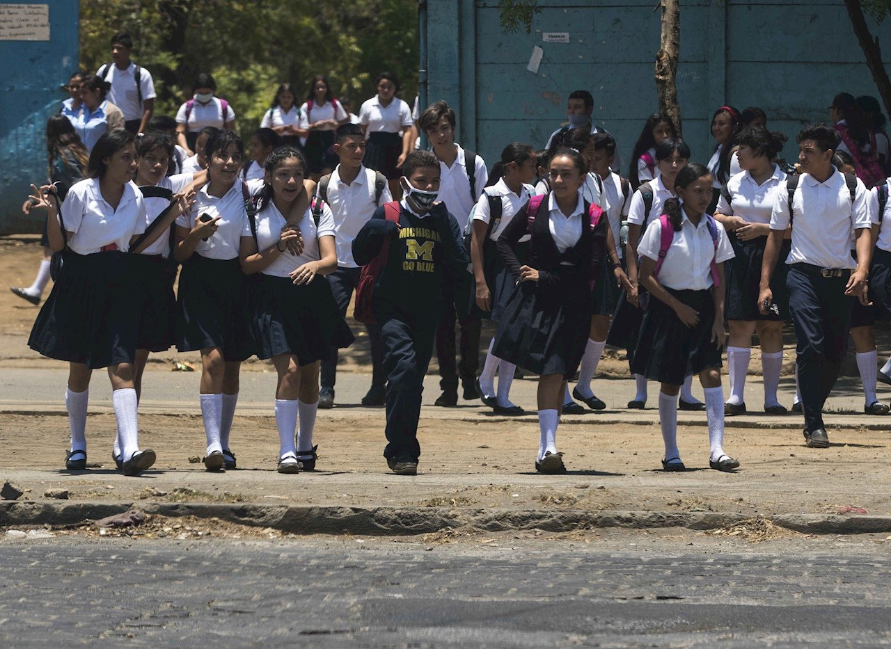 El Salvador supera los 65,400 casos de covid-19 antes de retomar clases