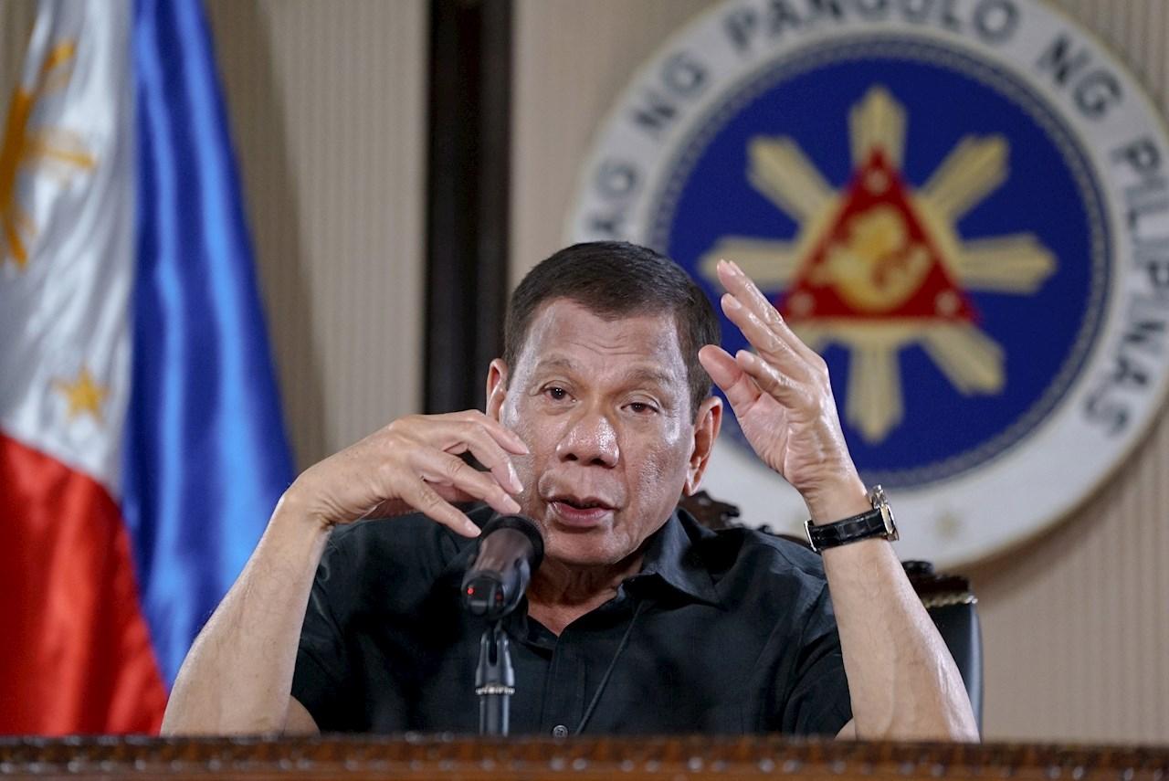 Presidente de Filipinas amenaza con encarcelar a quienes no se vacunen contra COVID-19