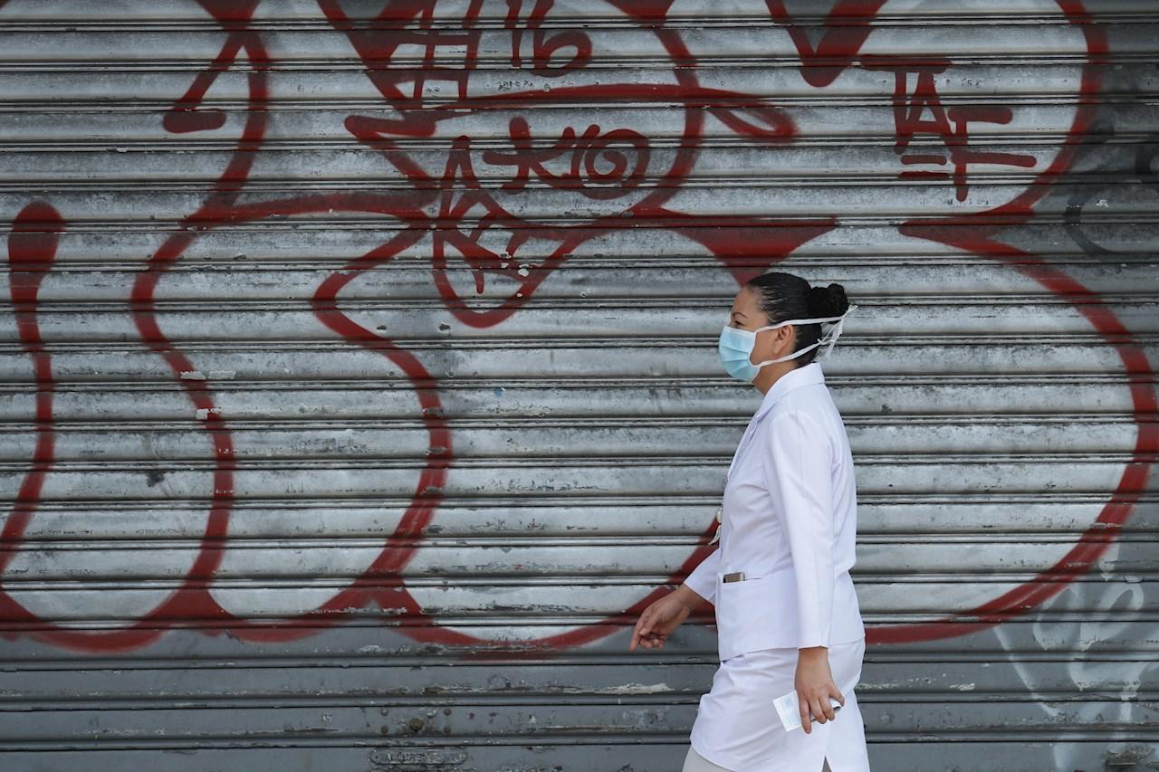 Universidad salvadoreña gradúa médicos que atenderán emergencia por COVID-19