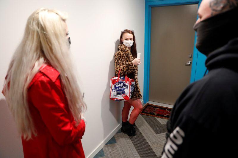 Bailarinas exóticas brindan servicios de striptease a domicilio para sobrevivir a Covid-19