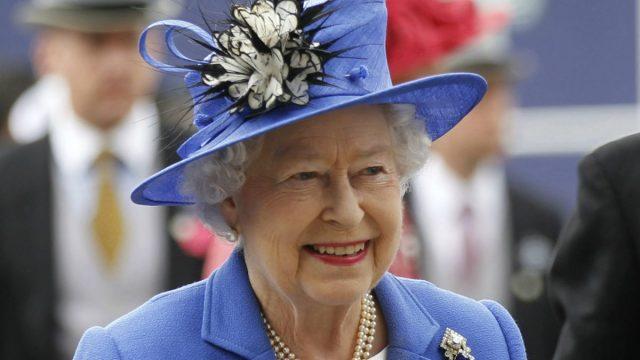 Reina Isabel II cumple 95 años rodeada de sus íntimos y sin actos públicos