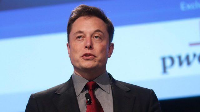 Elon Musk borra dos tuits en los que afirmaba que Tesla superará a Apple