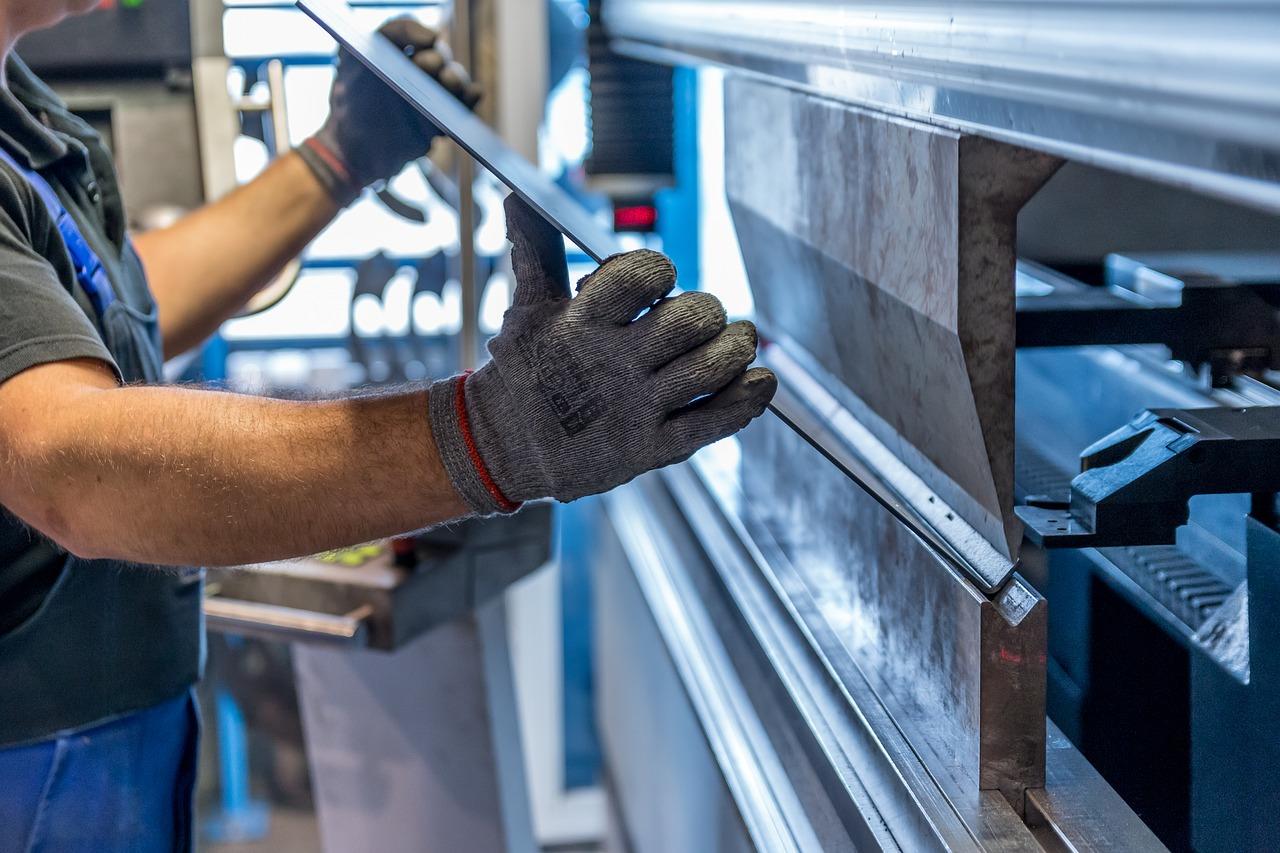 """La actividad industrial salvadoreña sufrió en abril una """"fuerte"""" contracción"""