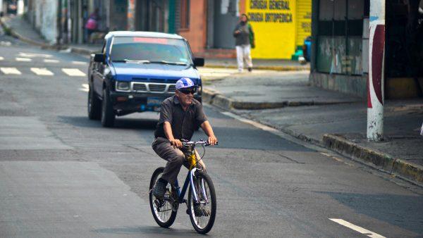 Costa Rica restringe circulación fines de semana ante alza de contagios