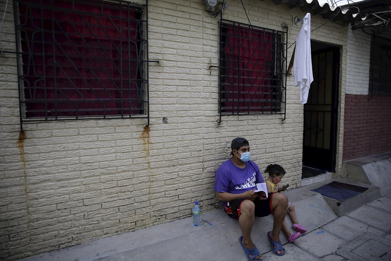 Pobladores en El Salvador se quedan sin alimento