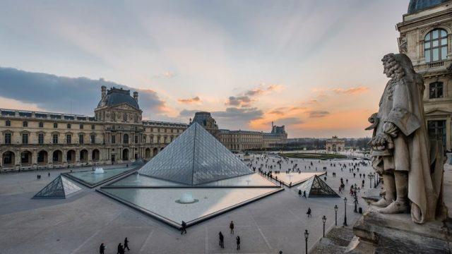 El Louvre se abre al mundo y cuelga 482,000 obras en internet