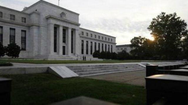 Actividad económica de EU cae con fuerza debido al coronavirus: Libro Beige de Fed