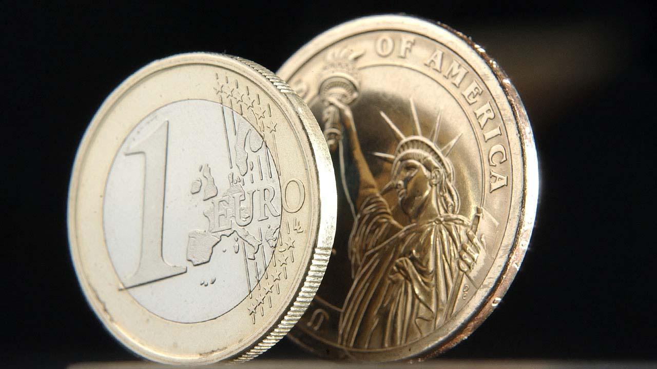 PIB de Eurozona registra caída histórica de 11.8%