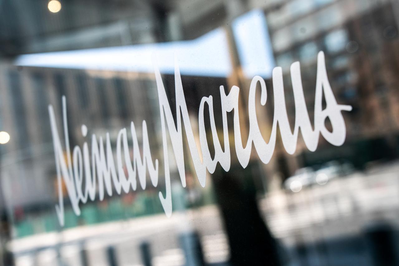 Tienda departamental de lujo Neiman Marcus presenta la bancarrota en EU