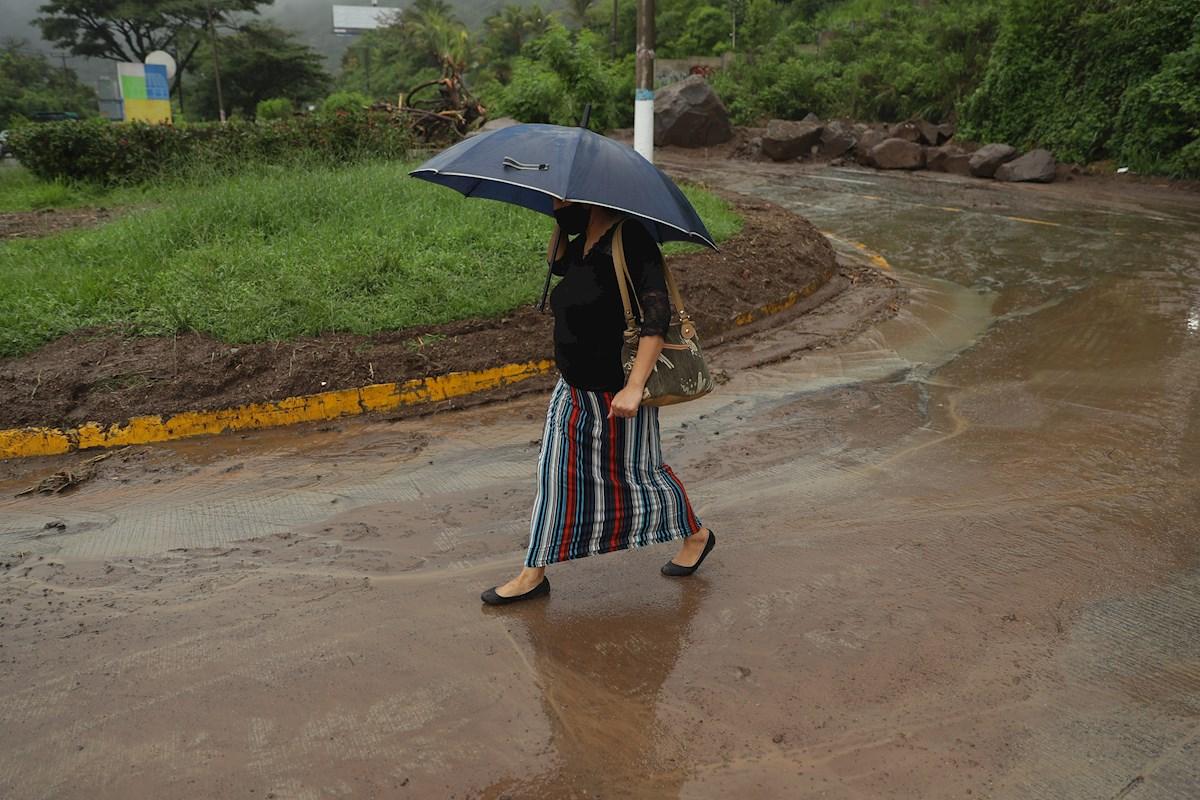 Las lluvias, que dejan 27 muertos en El Salvador, seguirán hasta el domingo