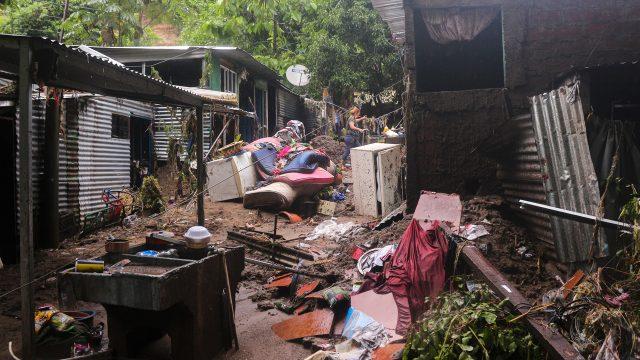 El Salvador lluvias huracán damnificados tormenta deslaves