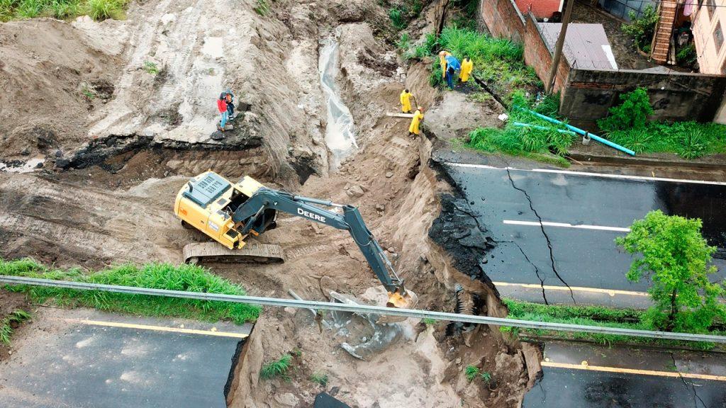 Huracán, el salvador, inundaciones, desastre natural