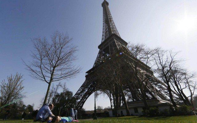 Francia entra este viernes en confinamiento con un llamamiento a la paciencia