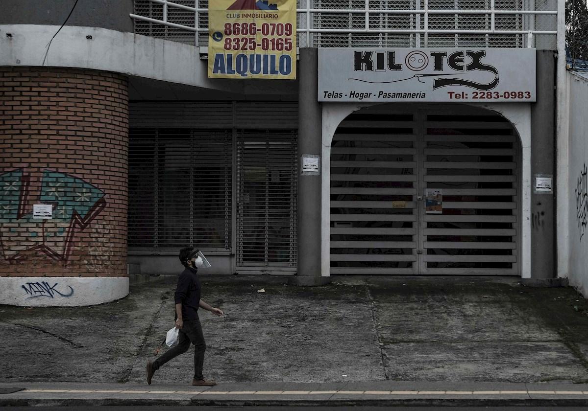 Costa Rica vive álgido momento de la pandemia con presión para abrir negocios