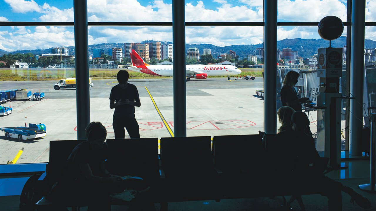Aerolíneas reinician vuelos nocturnos en Guatemala