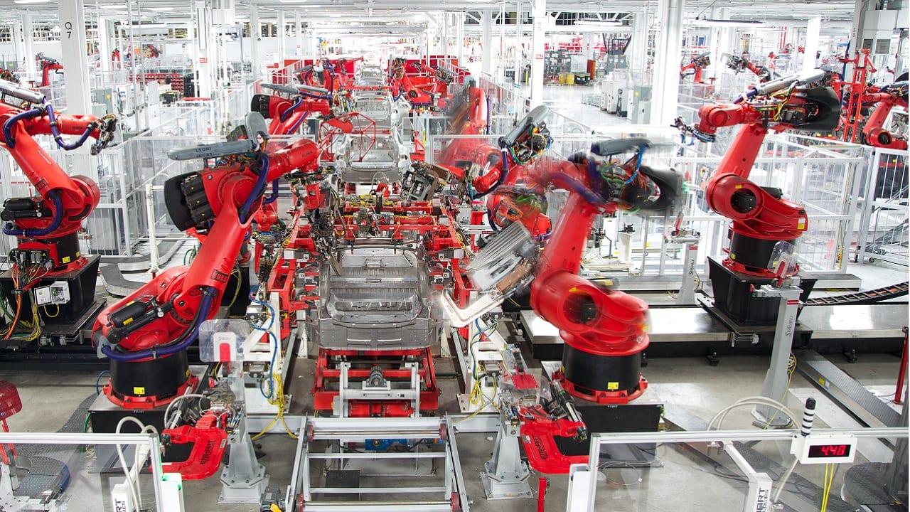 Tesla enseña cómo está construyendo ventiladores con piezas de automóviles