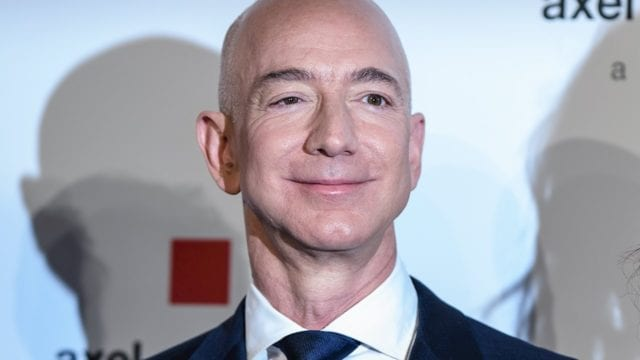 Fortuna de Jeff Bezos bate récord y supera los 200,000 mdd