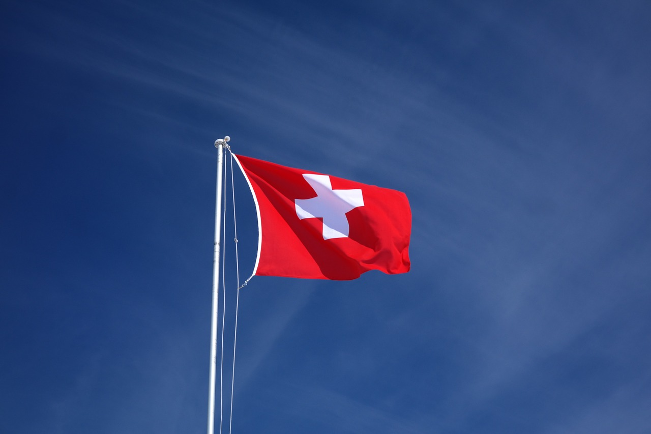 Suiza, en recesión: sufre caída histórica del PIB de 8.2%