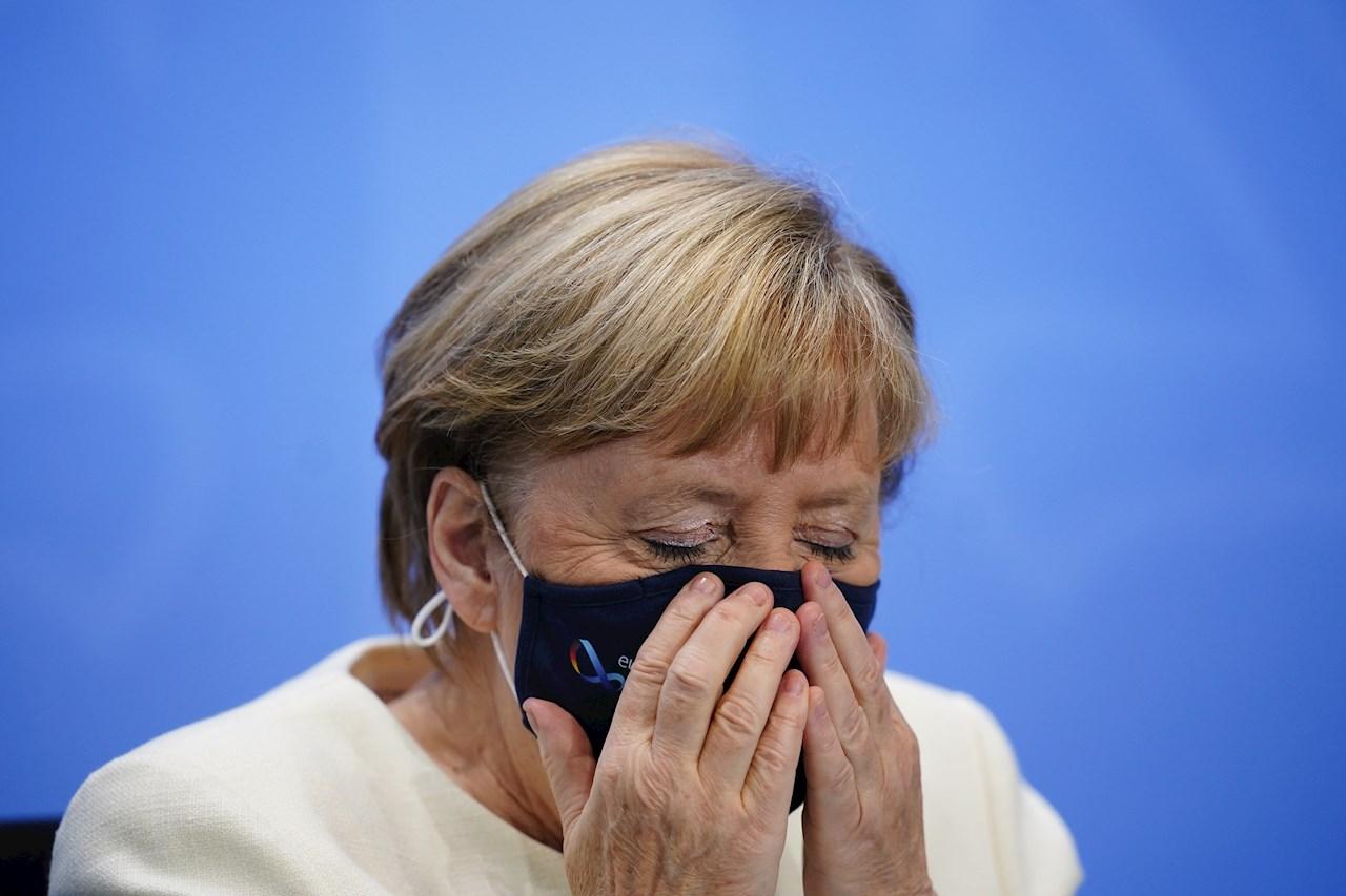 Merkel, abierta a explorar con Rusia la producción de una vacuna