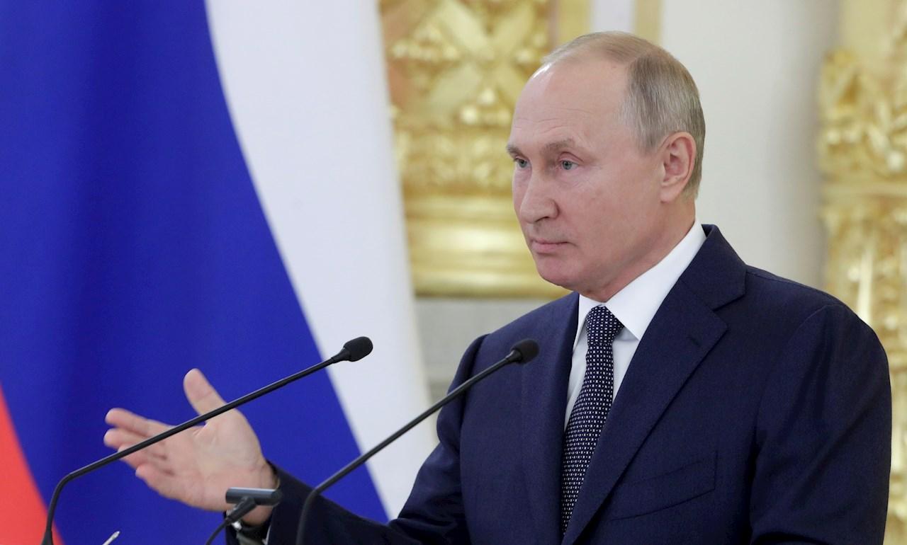 Putin anuncia vacunación contra COVID-19 masiva a fin de año