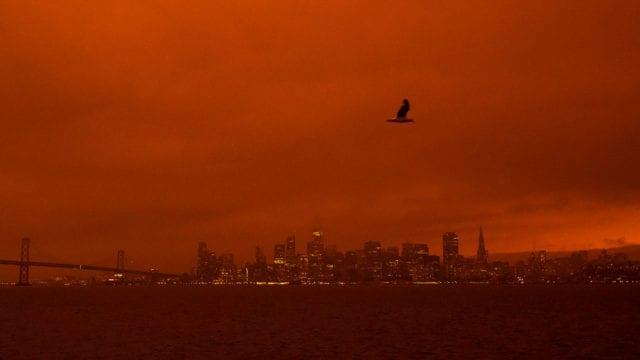 Fotogalería: Cielo rojo apocalíptico por incendios en California