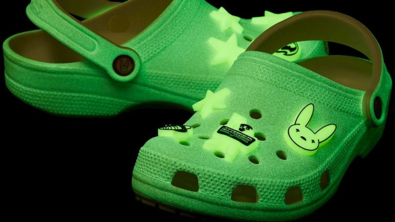Bad Bunny lanza Crocs  inspirados por él
