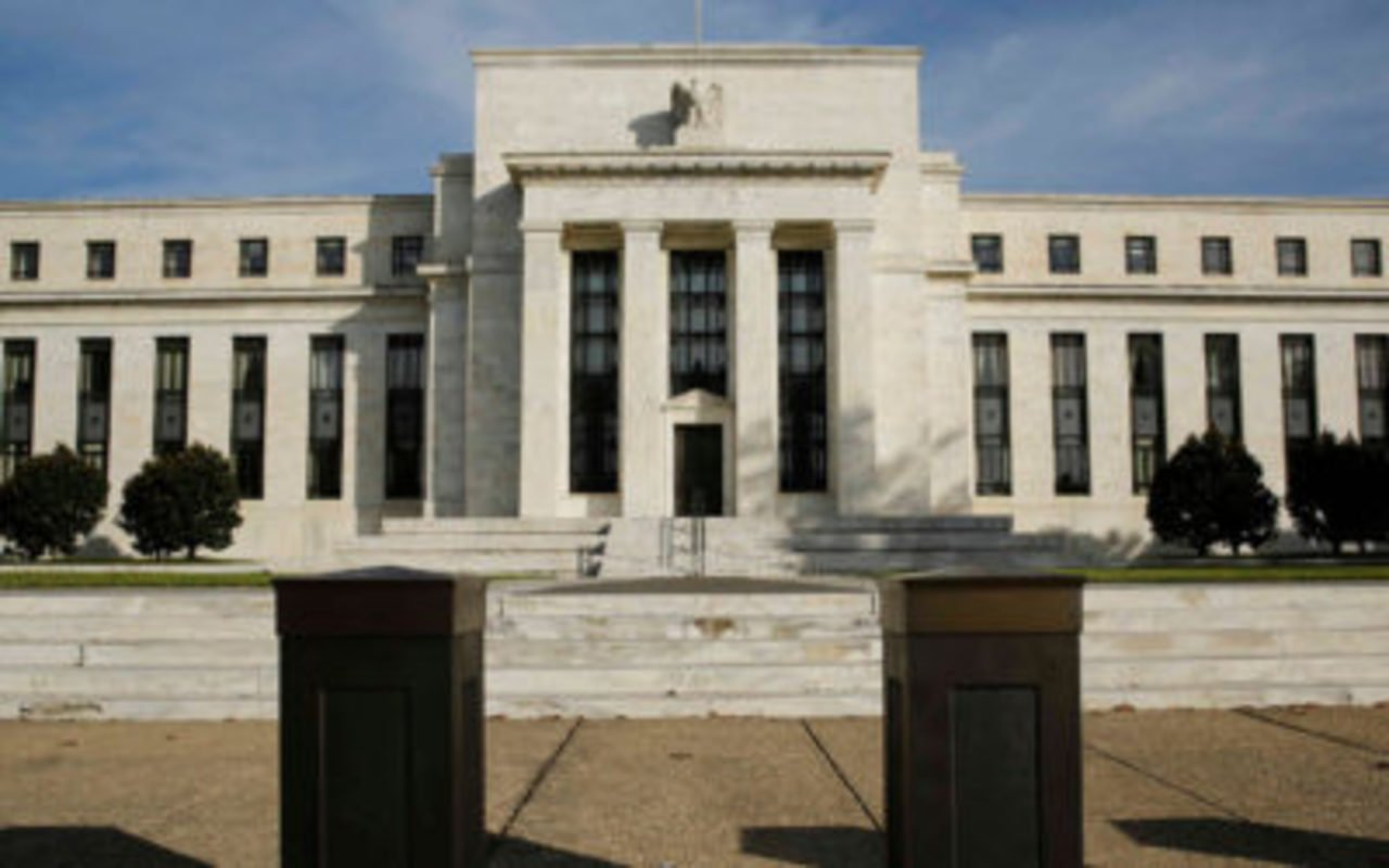 La Fed planea congelar las tasas de interés hasta 2023