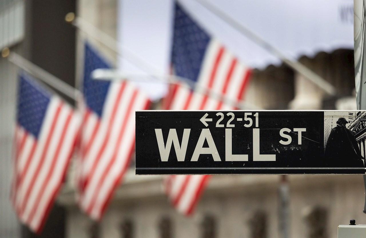 Wall Street se recupera en la apertura pese al miedo por COVID-19