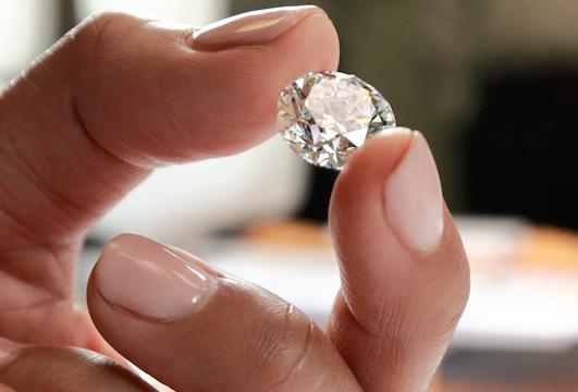 Subastan diamante 'perfecto' de 102 quilates por 13.4 mdd