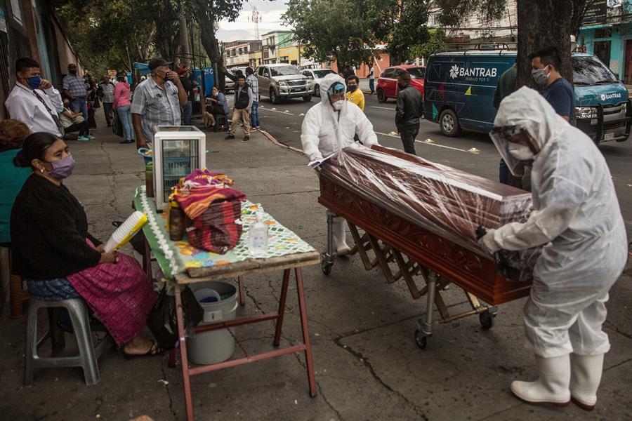 Muertes por COVID-19 alcanza el número de muertes violentas en Guatemala