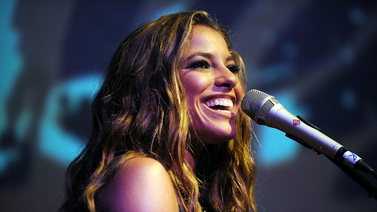 La costarricense Debi Nova cantará con los grandes en el Grammy Latino