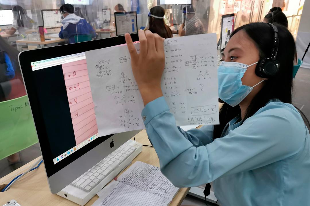 'Call center' en Filipinas ayuda a los alumnos en sus clases a distancia