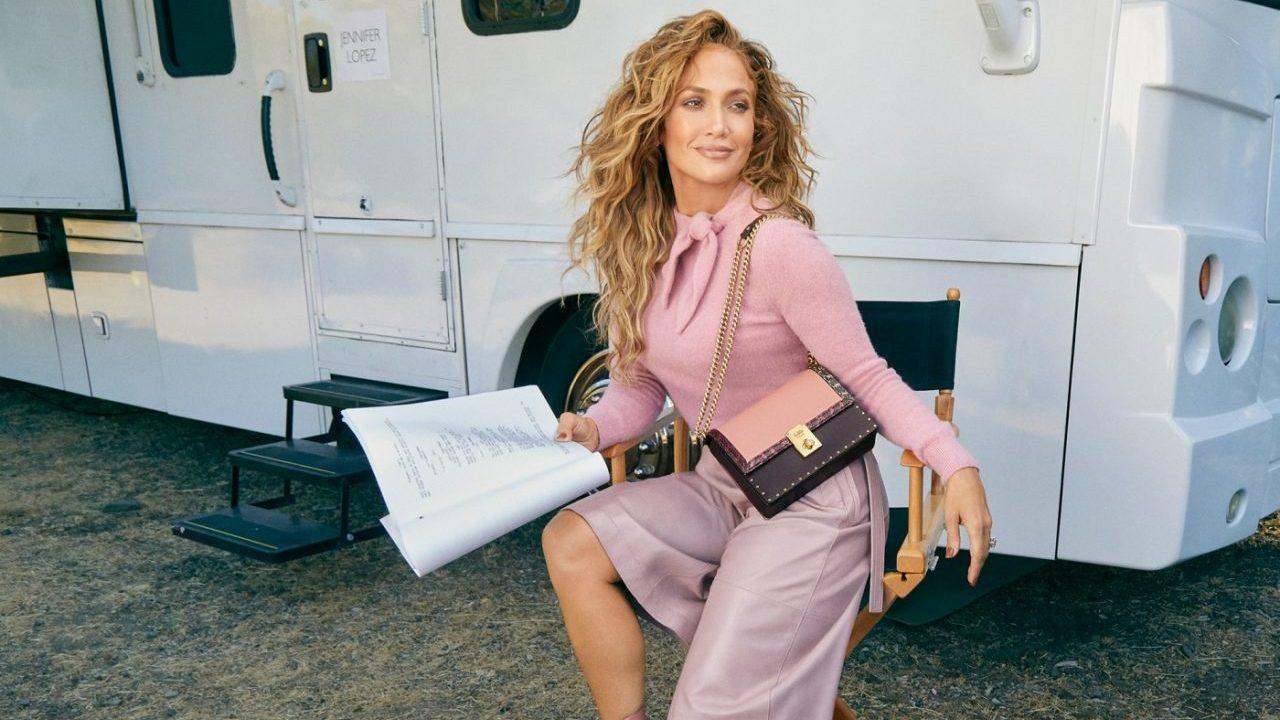 Coach y Jennifer Lopez crean su primer bolso en colaboración