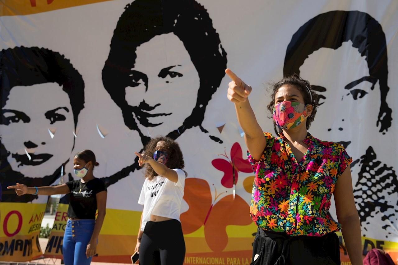Mujeres en América luchan para reclamar sus derechos pese al COVID-19