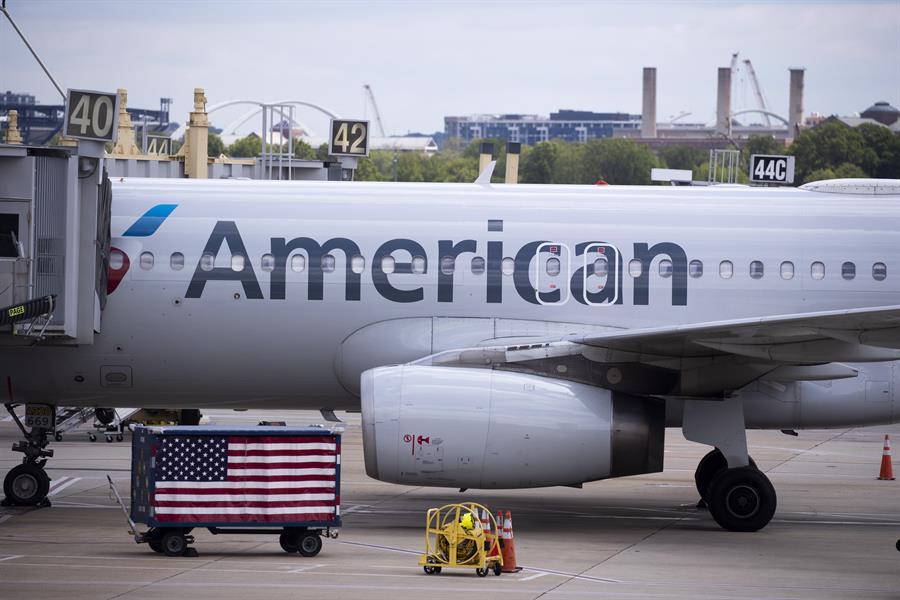 Biden intenta parar los pies a American Airlines, la mayor aerolínea mundial