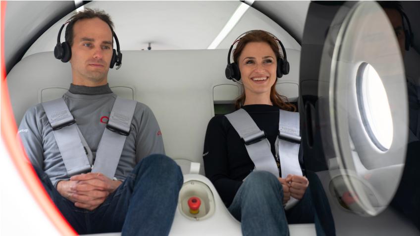 El Virgin Hyperloop hace historia con la primera prueba con tripulación