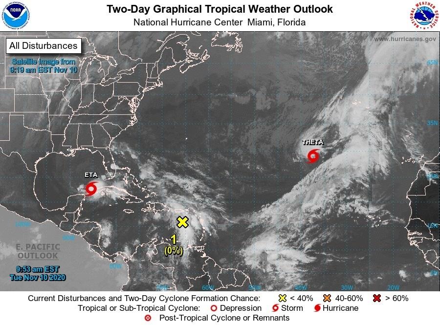 Theta avanza en aguas abiertas del Atlántico y Eta busca otra vez Florida