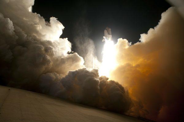 China considera poco probable que los restos del cohete causen daños