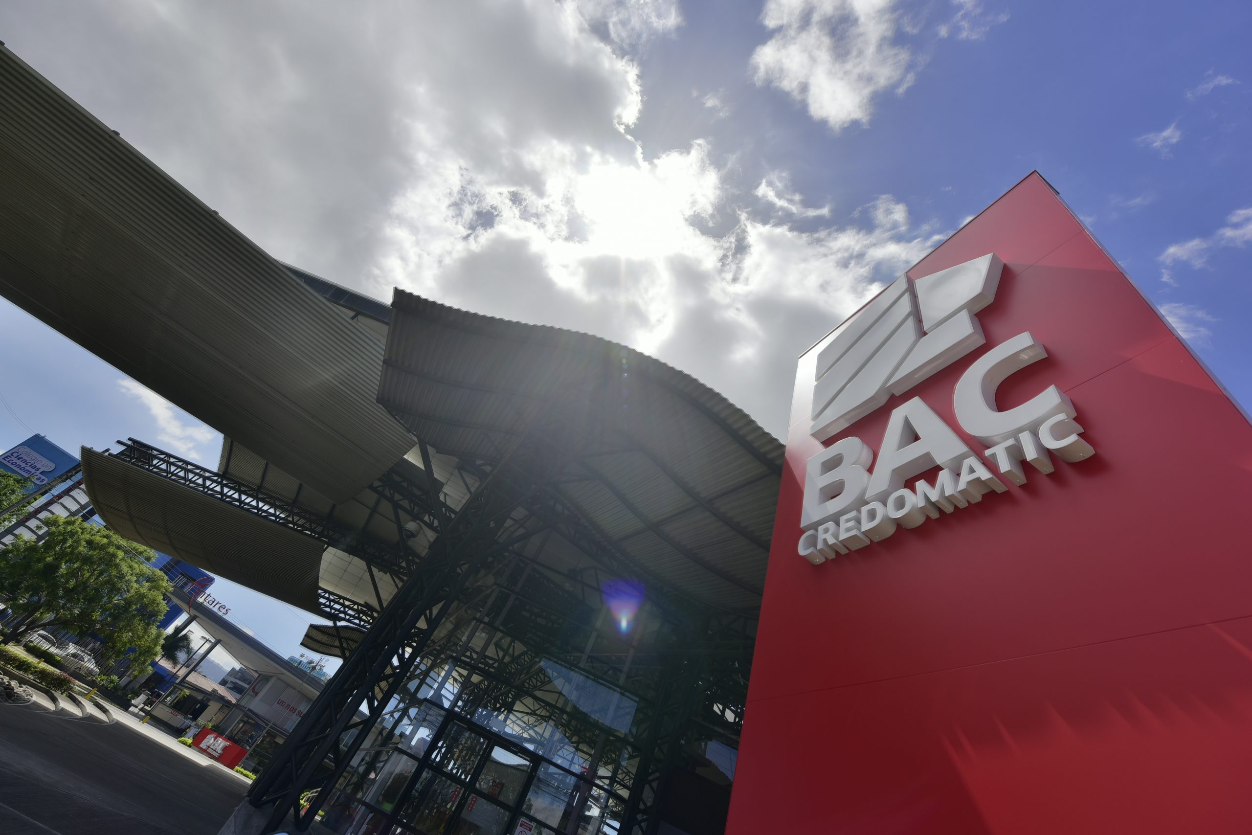 Latin Finance reconoce a BAC Credomatic como Banco del Año