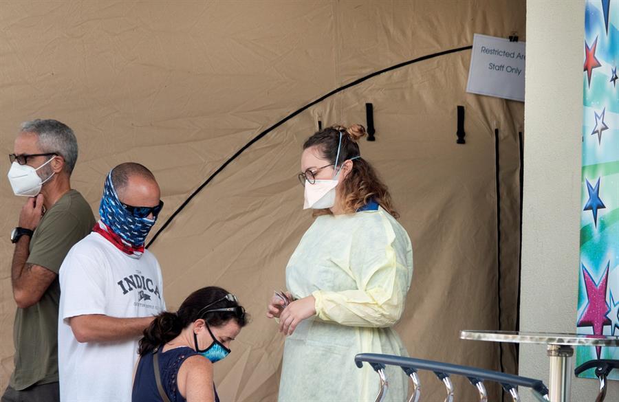 EU compite entre sí por la vacuna mientras se impone el uso de mascarilla