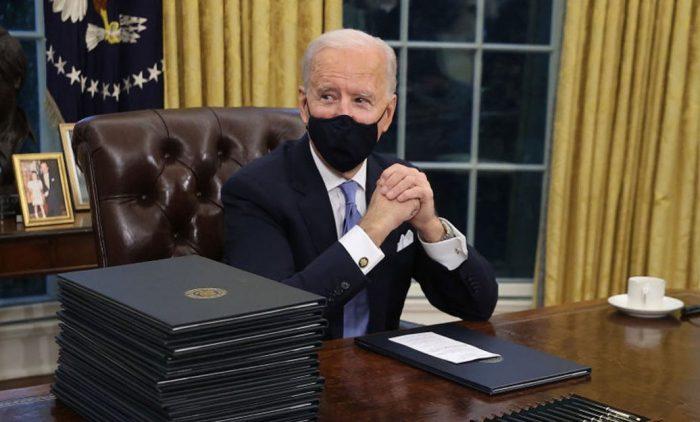 Biden presenta legislación limitada para control de armas en EU