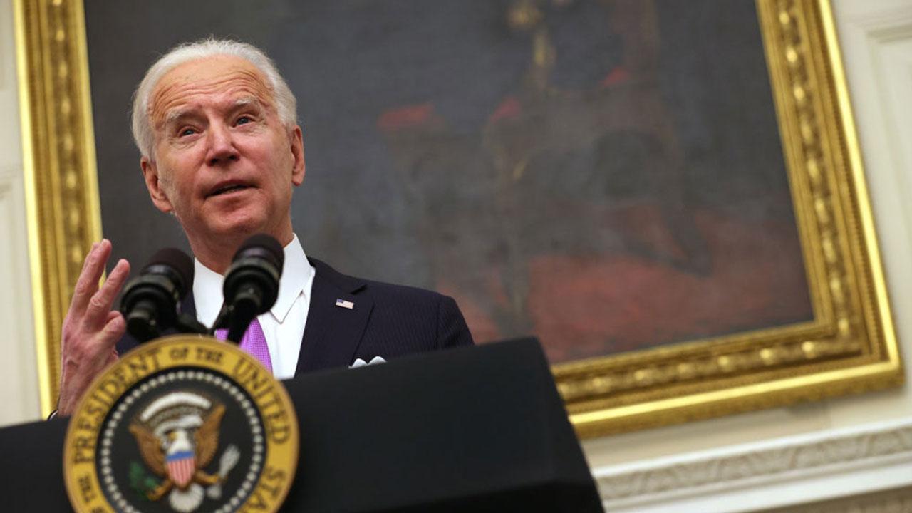 Biden se reúne con fabricantes para buscar solución a la escasez de chips