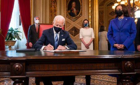 Joe Biden firmó acciones ejecutivas tras asumir como presidente de EU