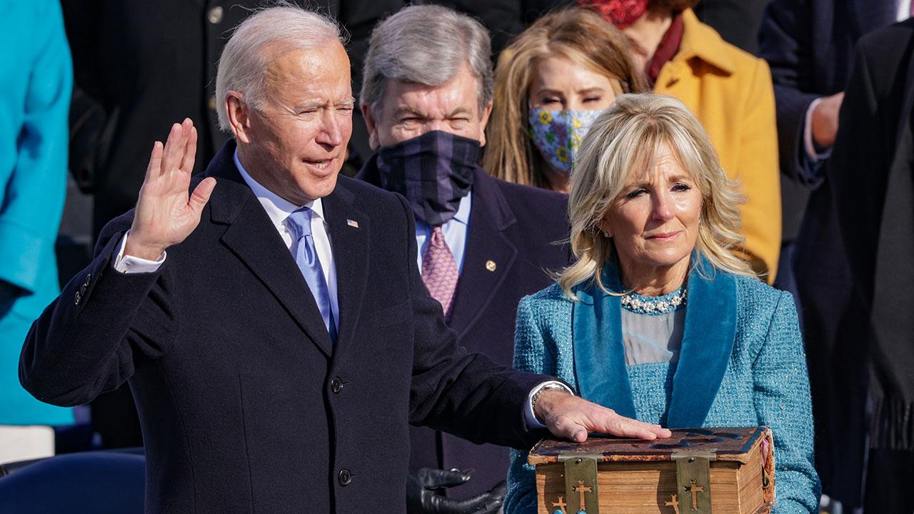 Biden busca reunir a familias migrantes separadas