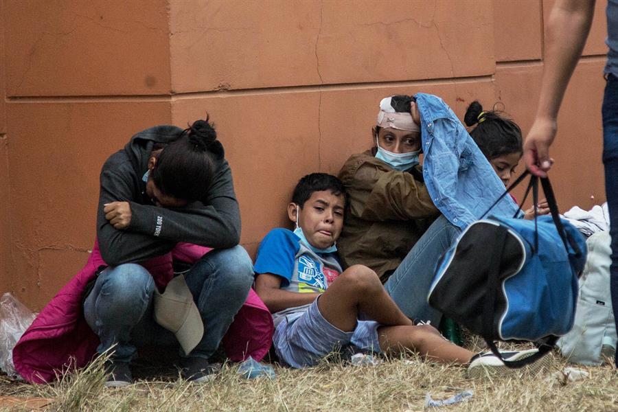 Migrantes hondureños llegan a cuentagotas a la frontera de México-Guatemala