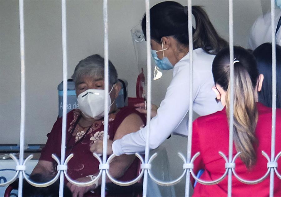 Costa Rica inicia la aplicación de la segunda dosis contra COVID-19