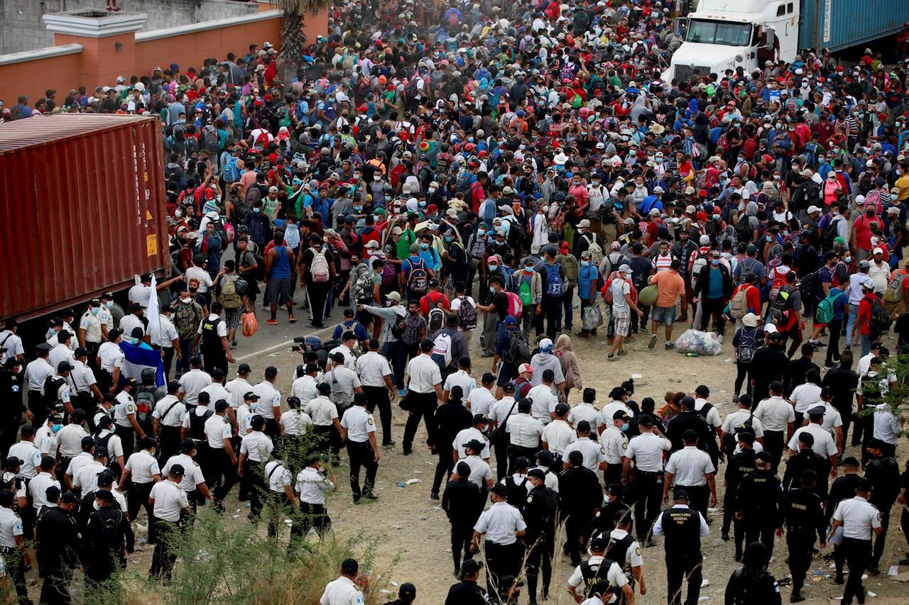Guatemala acusa a Honduras de 'incumplir' acuerdos para disuadir a caravana