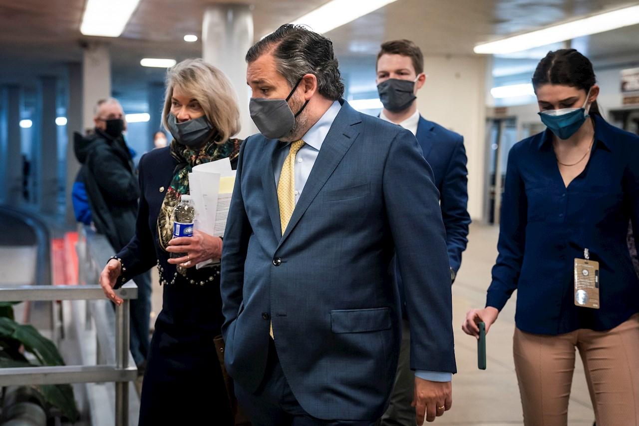 Ted Cruz viaja a México durante tormenta en Texas y críticas lo hacen volver