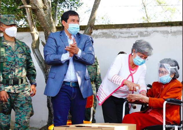 Arauz gana comicios en Ecuador; falta segunda vuelta, según sondeos