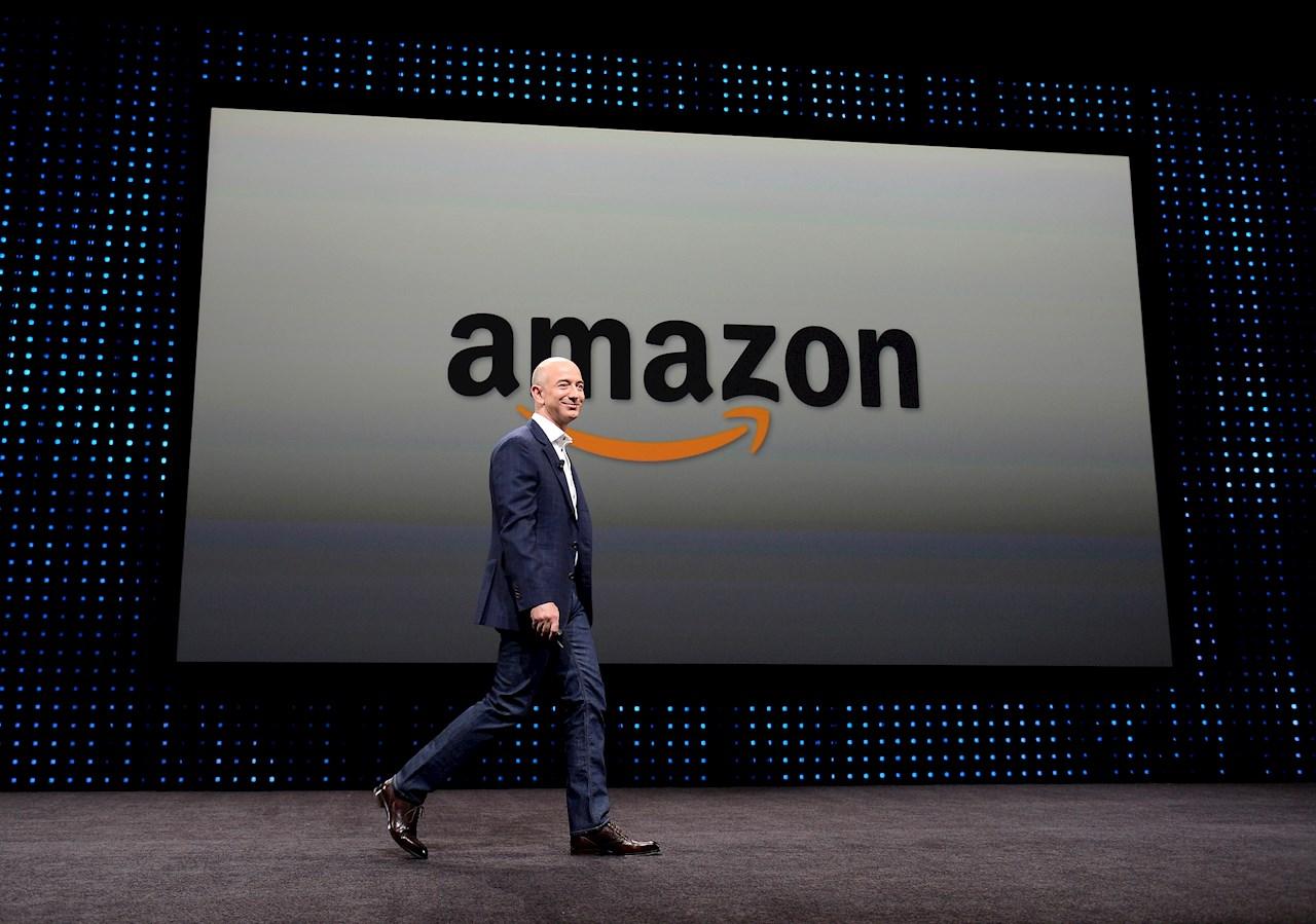 Jeff Bezos, de fundar una librería online a hombre más rico del mundo